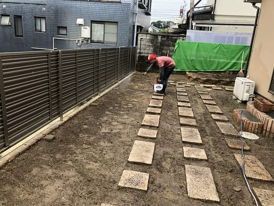 兵庫県西宮市 砂利敷き 防草シート張工
