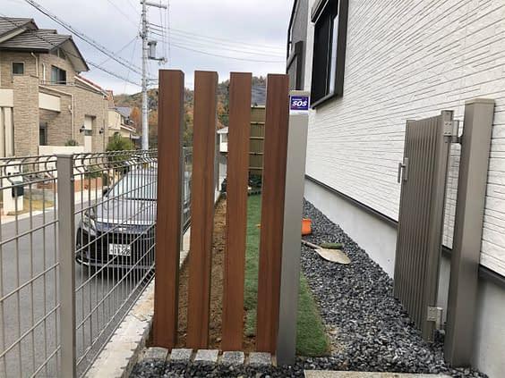 奈良県生駒市 角柱フェンス 人工芝設置施工後